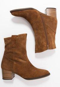 Gabor Comfort - Cowboy/biker ankle boot - cognac - 3