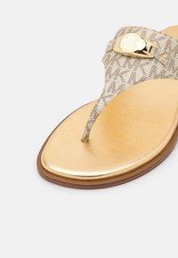 MICHAEL Michael Kors - TILLY THONG - Sandalias de dedo - pale gold - 6