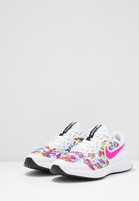 Nike Performance - REVOLUTION 5 FABLE - Obuwie do biegania treningowe - white/fire pink/blue fury - 3
