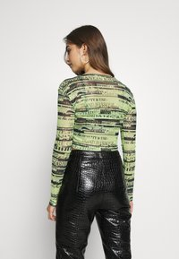 BDG Urban Outfitters - DOUBLE LAYER - Blusa - green flourescent - 2
