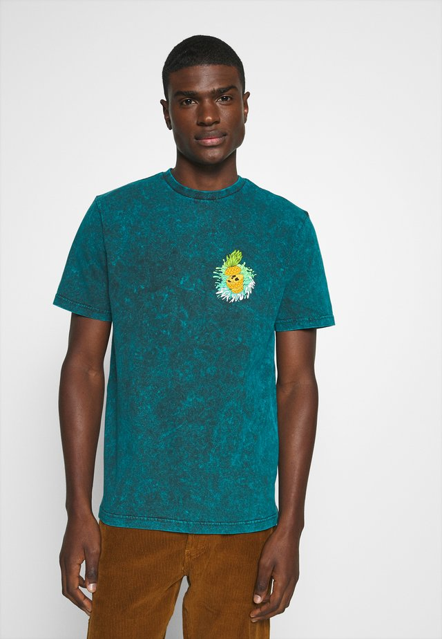 MANHATTAN WASH TEE - T-Shirt print - turquoise
