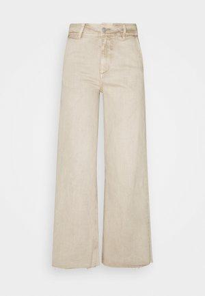 BYLOLA BYKIRA - Jeans relaxed fit - beige