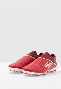 Umbro - MEDUSÆ III ELITE FG - Moulded stud football boots - toreador/white/merlot - 2