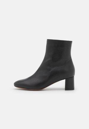 ZIP BOOT - Kotníkové boty - black