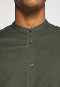 Burton Menswear London - LONG SLEEVE OXFORD GRANDAD 2 PACK - Shirt - black/karki - 6