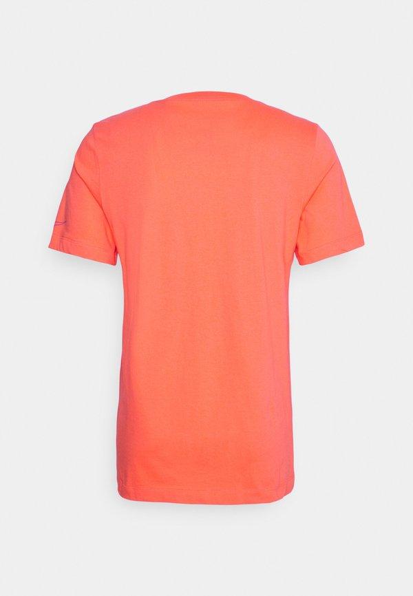 Nike Sportswear TEE BRANDRIFF BOX - T-shirt z nadrukiem - turf orange/pomarańczowy Odzież Męska NSIY