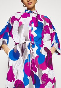 Monki - HARRIOT - Jumpsuit - white/fuccia - 7