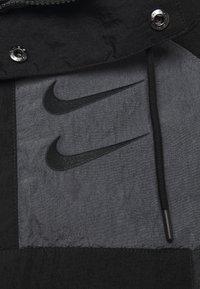 Nike Sportswear - Wiatrówka - black/anthracite/dark grey - 4