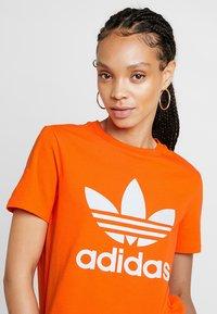 adidas Originals - ADICOLOR TREFOIL GRAPHIC TEE - Print T-shirt - orange - 4