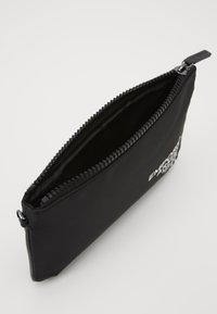 Emporio Armani - Håndtasker - black - 2