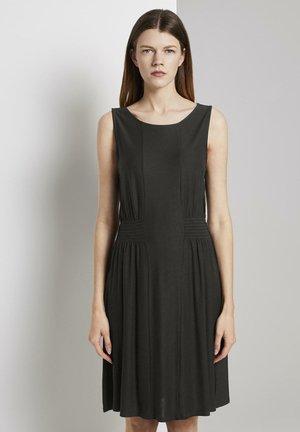 KLEIDER & JUMPSUITS JERSEY-MINIKLEID MIT SMOCKING-DETAIL - Day dress - deep black