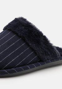 Cotton On - LACHLAN SLIPPERS - Slippers - navy - 5