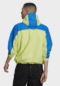adidas Originals - ADIDAS ADVENTURE MISHMASH BLOCKED SHELL JACKET - Windbreaker - yellow - 1