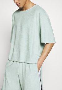 Martin Asbjørn - RIPLEY - T-shirt basic - mint - 6