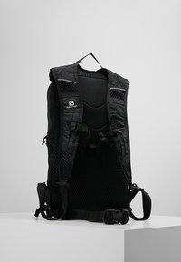 Salomon - TRAILBLAZER 10 UNISEX - Rucksack - black/black - 2