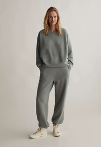 OYSHO - Sweatshirt - khaki - 1