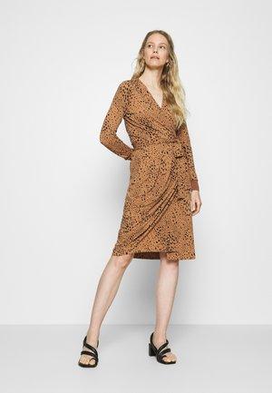DRESS - Sukienka z dżerseju - winter beige