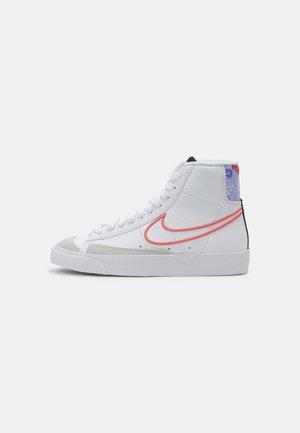 BLAZER MID '77 UNISEX - Höga sneakers - white/magic ember/purple pulse/pink