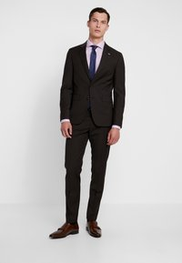 Tommy Hilfiger Tailored - SLIM FIT SUIT - Suit - brown - 0