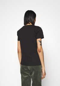 Alpha Industries - NEW BASIC  - Print T-shirt - black/gold crystal - 2