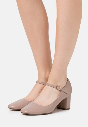 WIDE FIT DERRY COURT - Tacones - nude