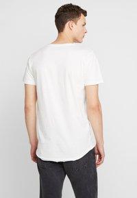 Jack & Jones - JORDARK CITY TEE CREW NECK REGULAR - T-shirt print - cloud dancer - 2