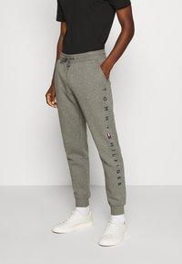 Tommy Hilfiger - BASIC BRANDED - Pantaloni sportivi - grey - 0