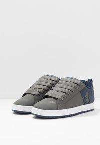 DC Shoes - COURT GRAFFIK - Skatesko - grey - 2