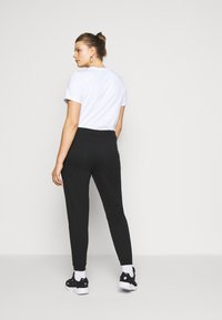 Even&Odd Curvy - SLIM FIT JOGGERS - Pantalon de survêtement - black - 2
