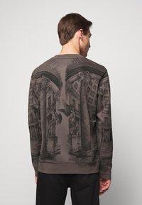 HUGO - DADDED - Sweatshirt - charcoal - 2
