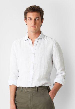 STRIPED LINEN SHIRT - Shirt - skyblue stripes
