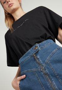 Tezenis - HOHEM BUND UND REISSVERSCHLUSS - Denim skirt - blu jeans - 3