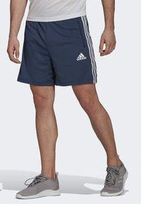 adidas Performance - DESIGNED TO MOVE SPORT 3-STREIFEN  - Pantalón corto de deporte - blue - 0