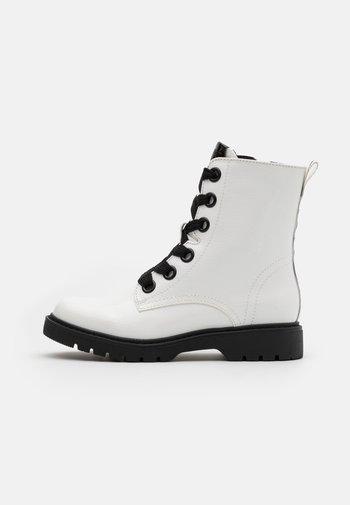 PARIS BOOTI - Šněrovací kotníkové boty - white
