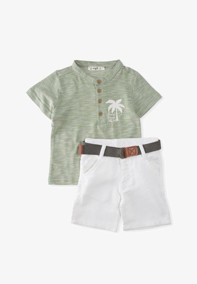 Shorts - green, white