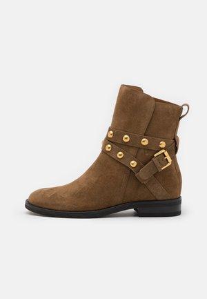 Kotníkové boty - terra