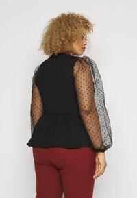 Pieces Curve - PCRILLIE  - T-shirts med print - black - 2