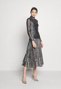 Victoria Victoria Beckham - PLEATED DRESS - Korte jurk - petrol blue/gold - 1