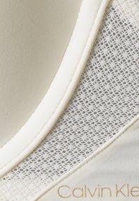 Calvin Klein Underwear - PERFECTLY FIT FLEX PLUNGE - Biustonosz push-up - ivory - 2