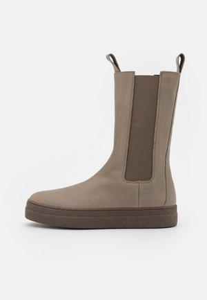 Platform boots - mandorla