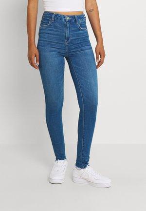 CURVY HI RISE - Jeans Skinny Fit - classic destruction