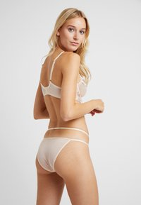 Wolf & Whistle - GRACE BLUSH EMBROIDERED BRIEF - Underbukse - cream