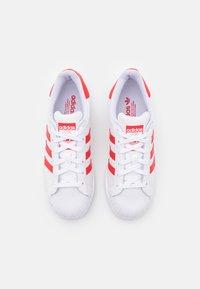 adidas Originals - SUPERSTAR UNISEX - Trainers - footwear white/vivid red/gold metallic - 3