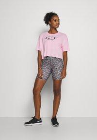 Nike Performance - DRY CROP FEMME - Camiseta estampada - pink/pink glow/black - 1