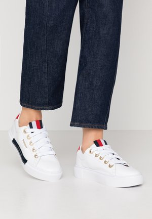 LEATHER ELEVATED TOMMY SNEAKER - Trainers - white