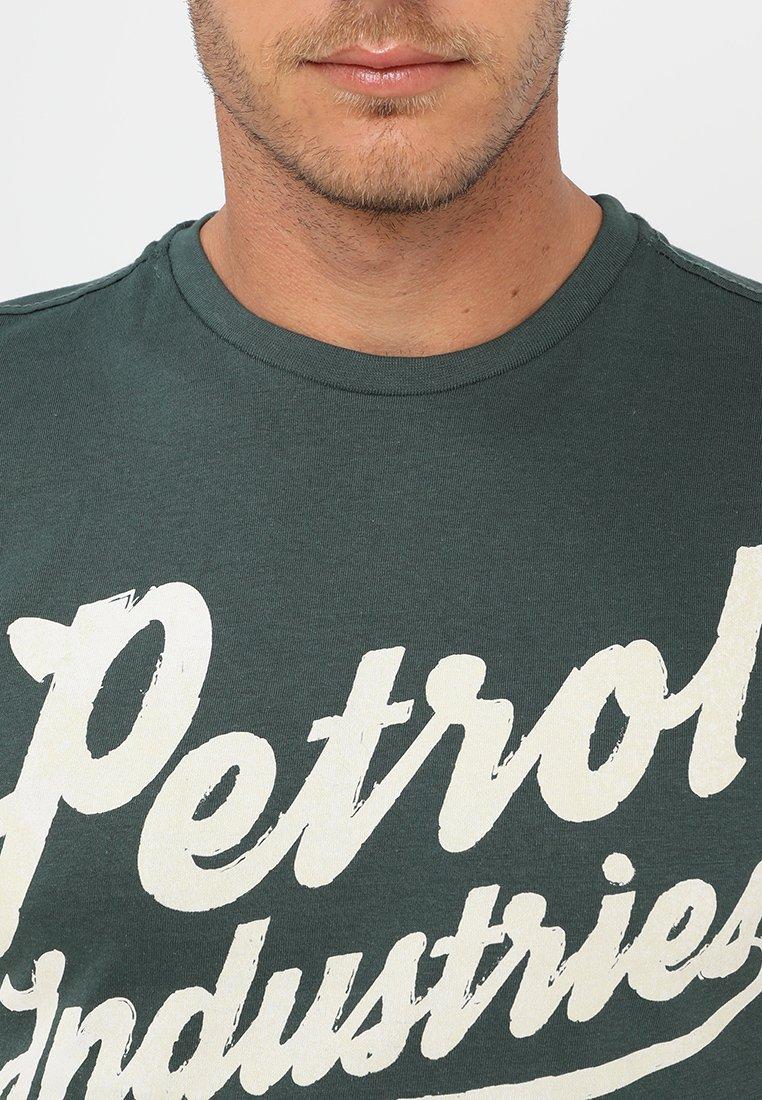 Petrol Industries Print T-shirt - night green TMyK9