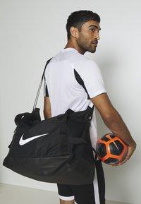 Nike Performance - TEAM DUFF - Torba sportowa - black/black/white - 1