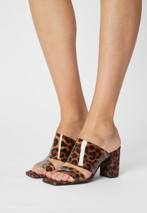 EDGY SUMMER - Heeled mules - brown