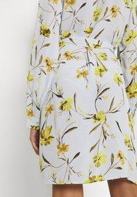 Pieces - PCLILLIAN DRESS - Košilové šaty - plein air - 5