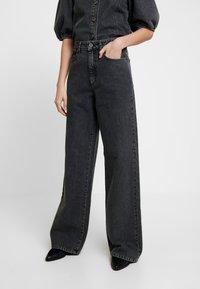 Gestuz - SIENTA - Flared jeans - vintage black - 0